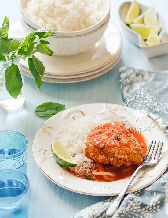 Receta Pescado Guisado (en Escabeche): Un plato que combina interesantes sabores y texturas en un delicioso plato con sabor caribeño.