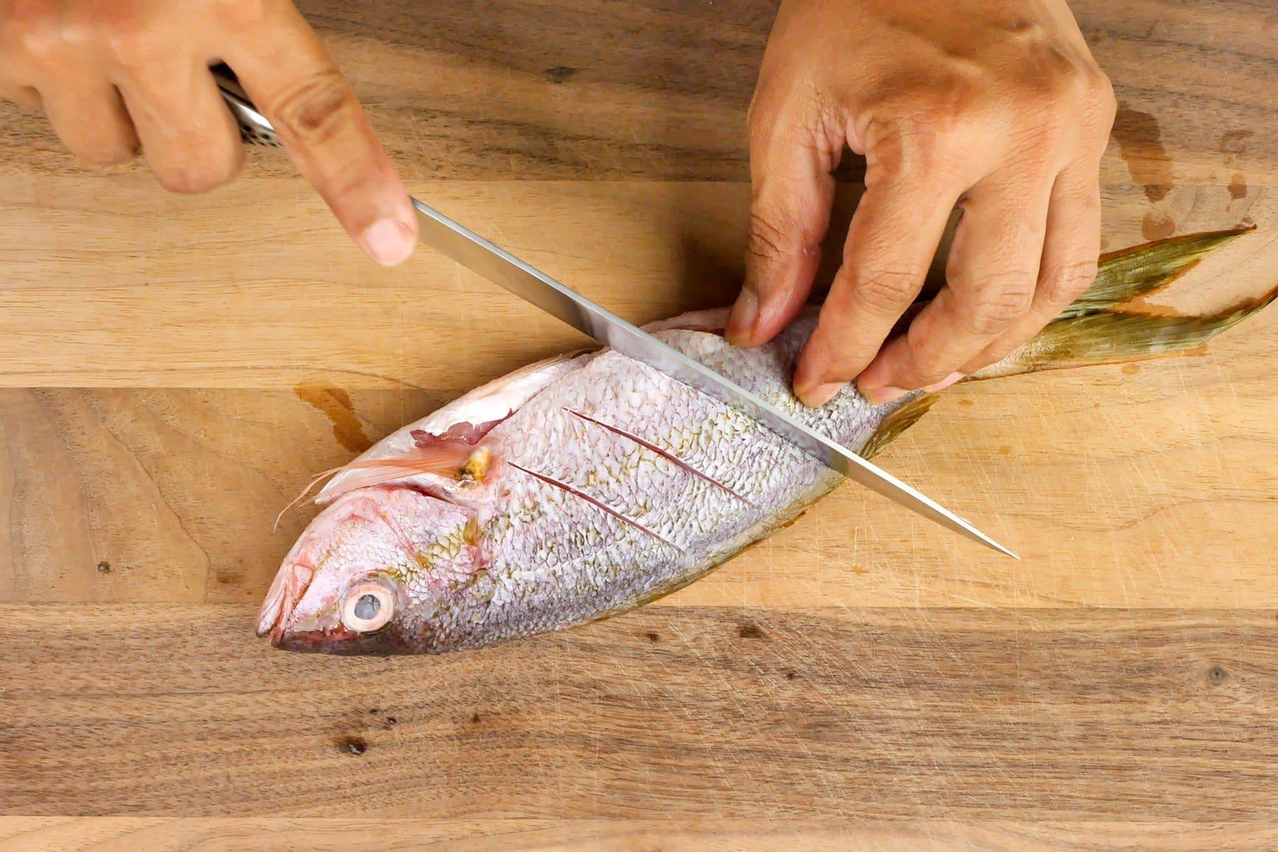 Cortando pescado