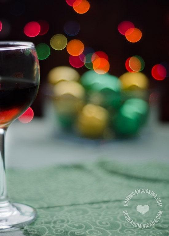Puerco Asado Navideño Dominicano: es el plato principal de la cena navideña dominicana, uno que esperamos con antelación. Prueba esta jugosa y rica carne.