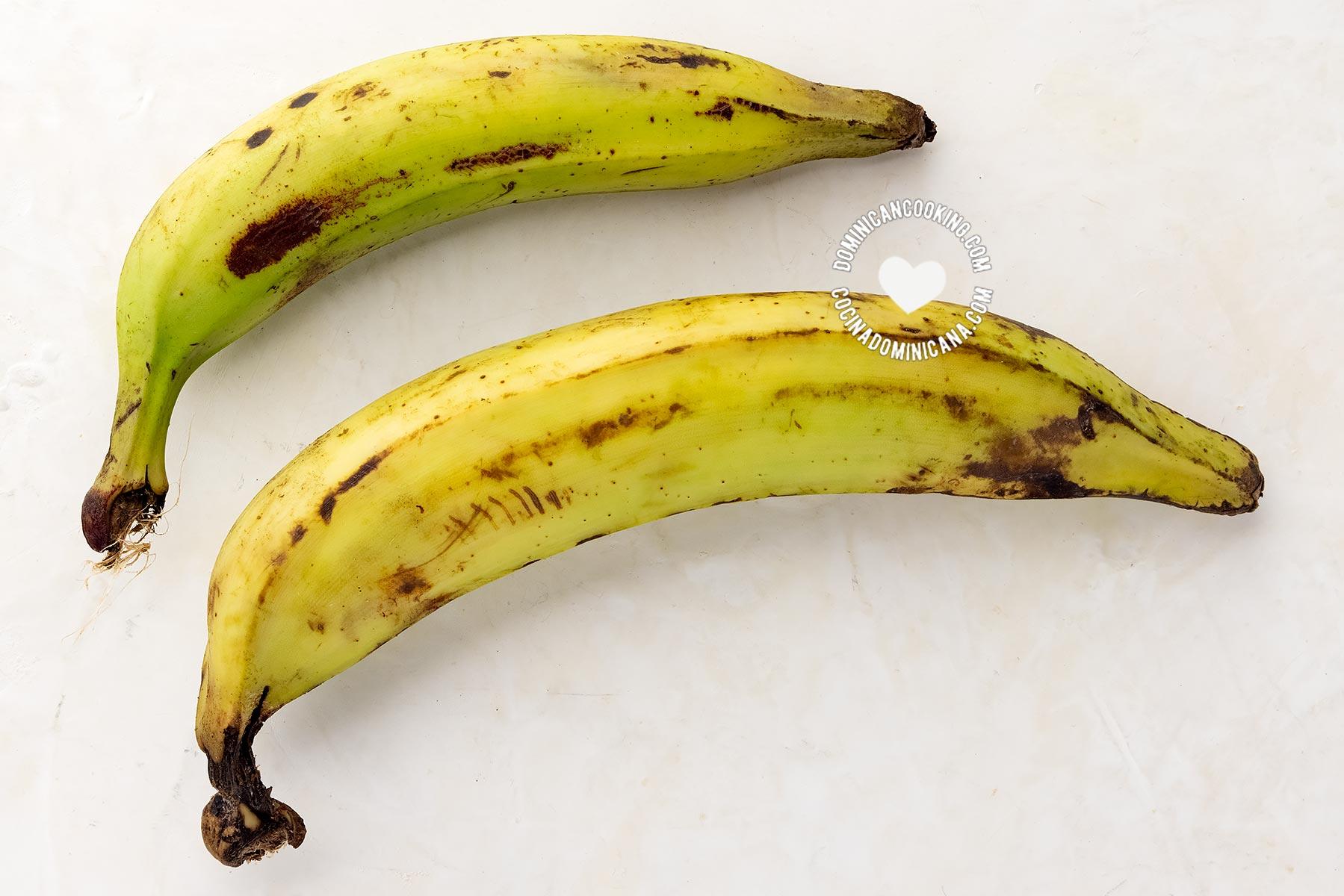 2 plátanos de diferentes tamaños