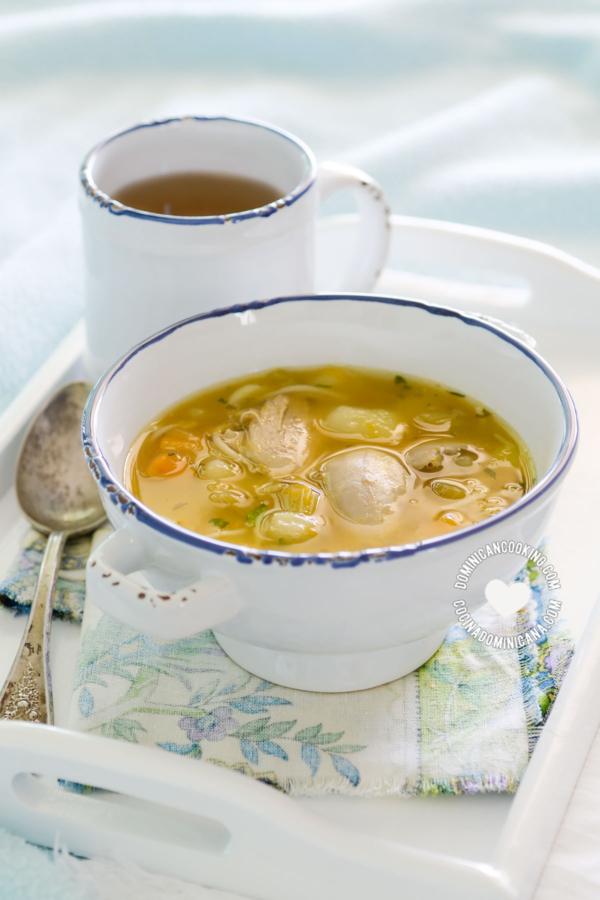 Sopera de Caldo de Gallina Vieja (o Pollo)