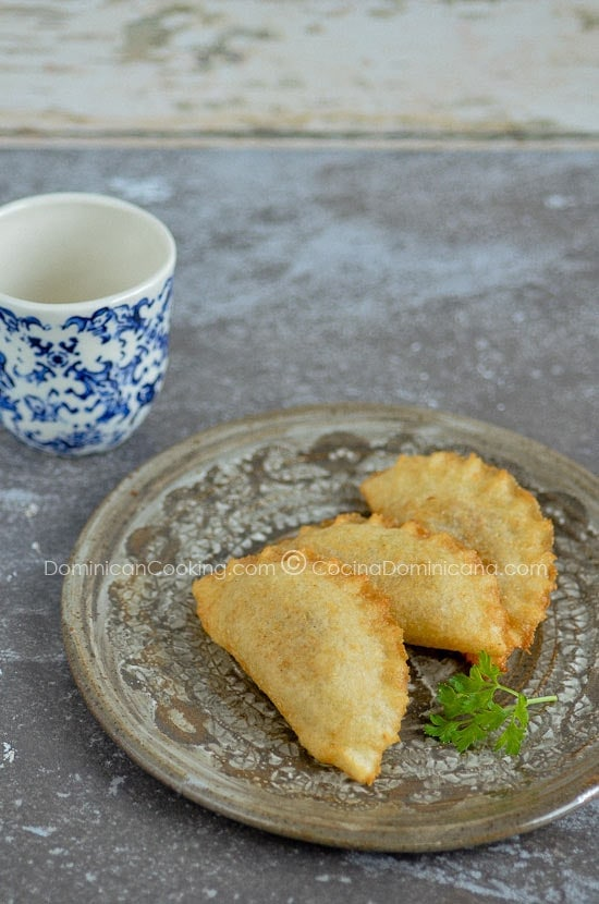 Empanaditas de Yuca or Catibías (Cassava Pasties): This delicious, gluten-free empanadas are made with cassava flour, and has a surprising crunchiness.