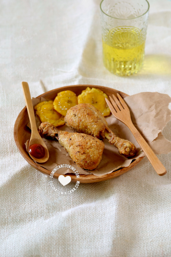 Pica Pollo con Tostones
