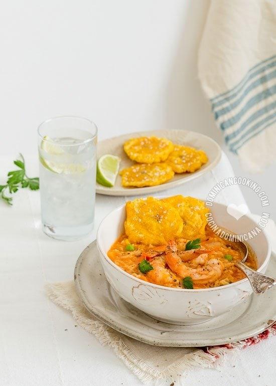 Receta Asopao de Camarones Dominicano: Sopa espesa de arroz y camarones, que va muy bien para fiestas informales, y que puedes adaptar a tu gusto.