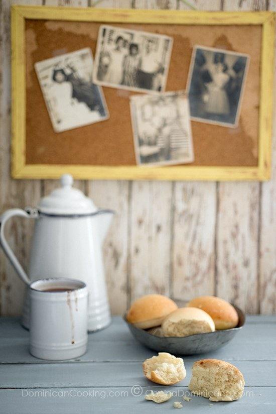 Receta Pan de Agua: De textura y sabor similar al pan francés pero en tamaños individuales. Es muy popular como parte del desayuno dominicano.