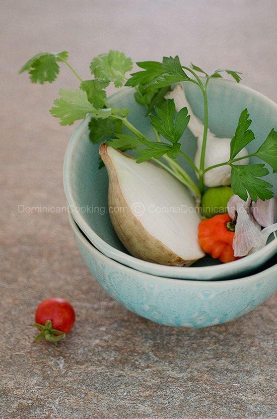 Receta Sofritos y Sazones Caseros Dominicanos: Mi base favorita para algunos platos dominicanos y es muy fácil de preparar en casa.
