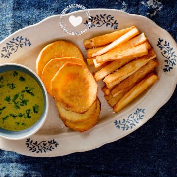 Yuca y Batata Fritas con Salsa Verde