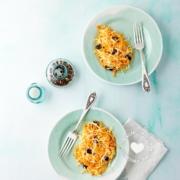 2 platos de ensalada de repollo y zanahoria