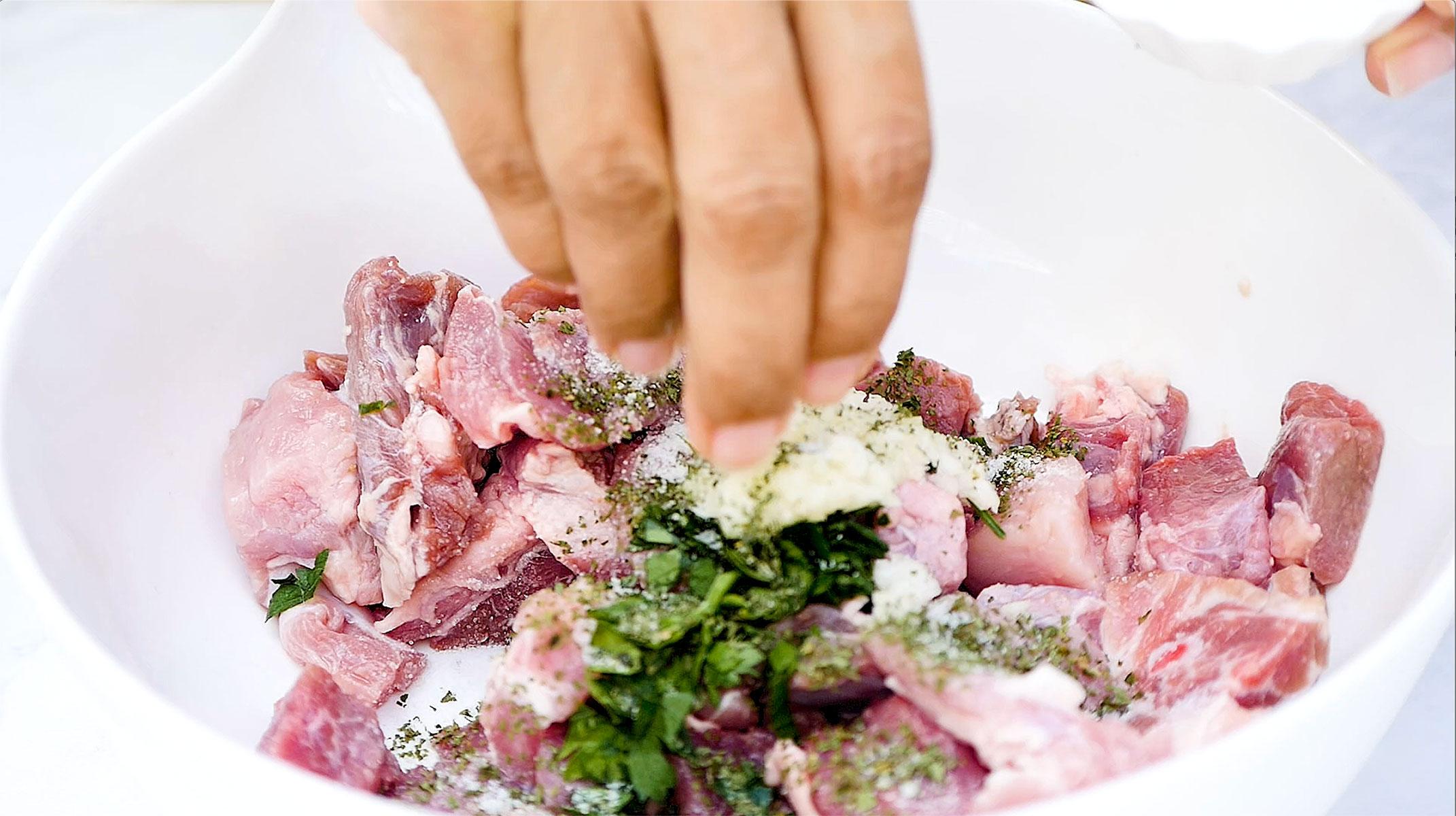 Sazonando la carne