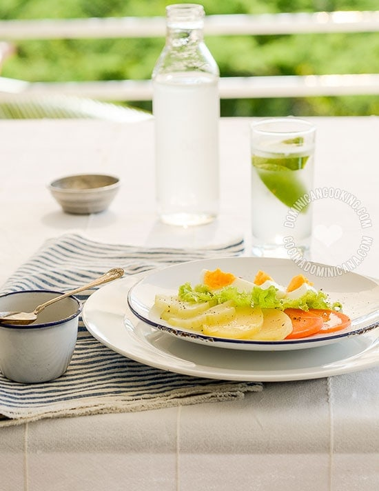 Receta Ensalada Hervida: Un clásico de la cocina dominicana que es ligera, saludable y en un apuro casi una comida completa.