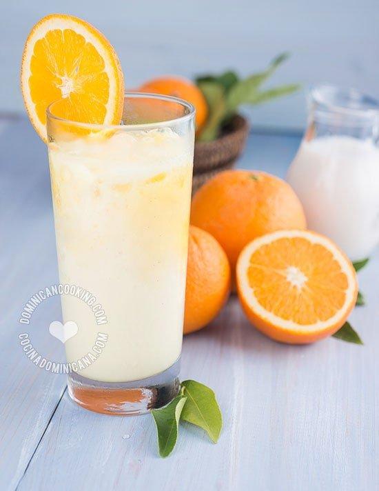 Morir Soñando - Receta & Video (Jugo de Naranja y Leche): Que nombre tan hermoso y apropiado para esta deliciosa, nutritiva y refrescante bebida dominicana.