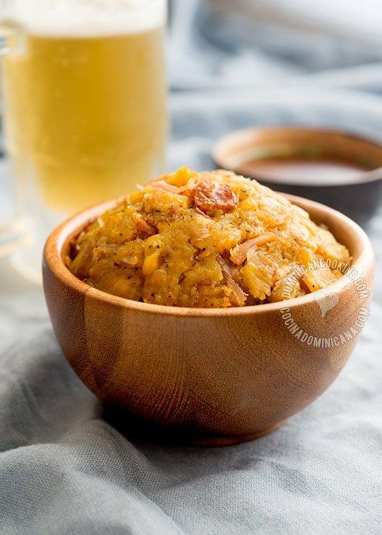 Receta Mofongo (Plátanos con Ajo y Chicharrón de Cerdo)