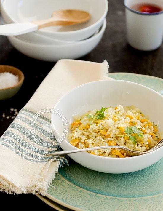 Receta Arroz con Maíz y Piña: Un plato con mucho sabor, y que recuerda un fresco día en el trópico. Perfecto con carnes con mucha salsa.