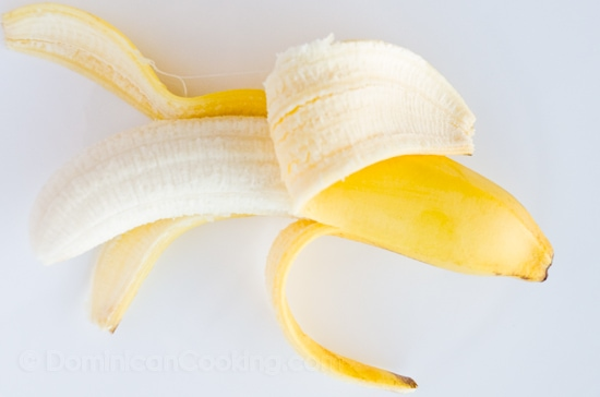 ¿¿Por qué a las bananas les llamamos 'guineos'? La palabra dominicana para las banana es guineos, en vez de bananas, ¿cual es la razón?