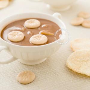 Habichuelas con dulce con galletitas y casabe
