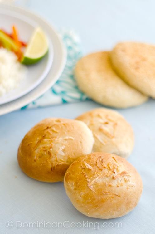 Pan de coco levado
