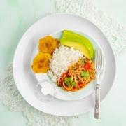 Repollo Guisado servido con arroz blanco y tostones y aguacate