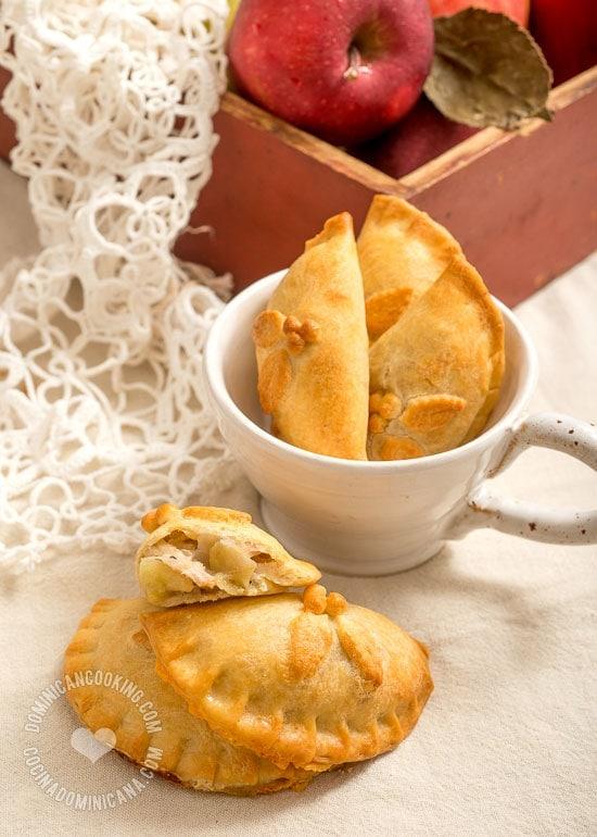 Empanaditas Horneadas de Cerdo y Manzana, Receta y Video: Una opción más saludable que las empanaditas fritas, y menos colesterol que las horneadas tradicionales, pues aceite en lugar de mantequilla.