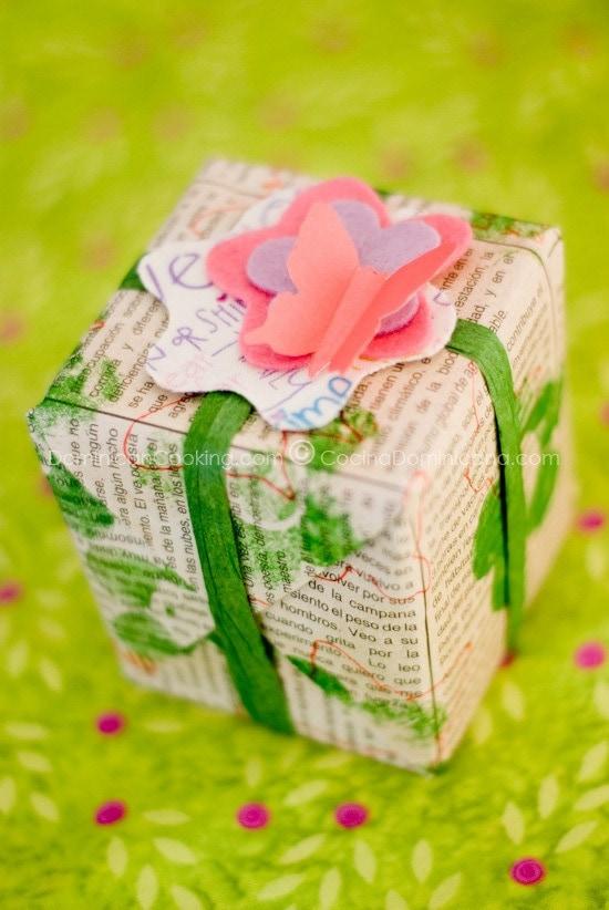 Envolturas para Regalos Hechas en Casa: ¿Que tal algo original y ecológico? Aquí te presentamos dos ideas fáciles para envolver tus regalos.