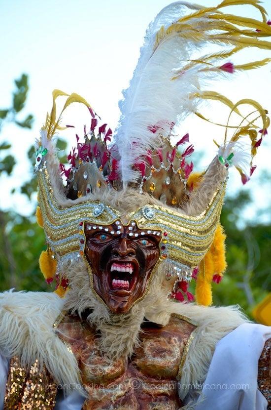 Hermoso y espectacular, aquí compartimos algunas de las imágenes del Carnaval Punta Cana 2012
