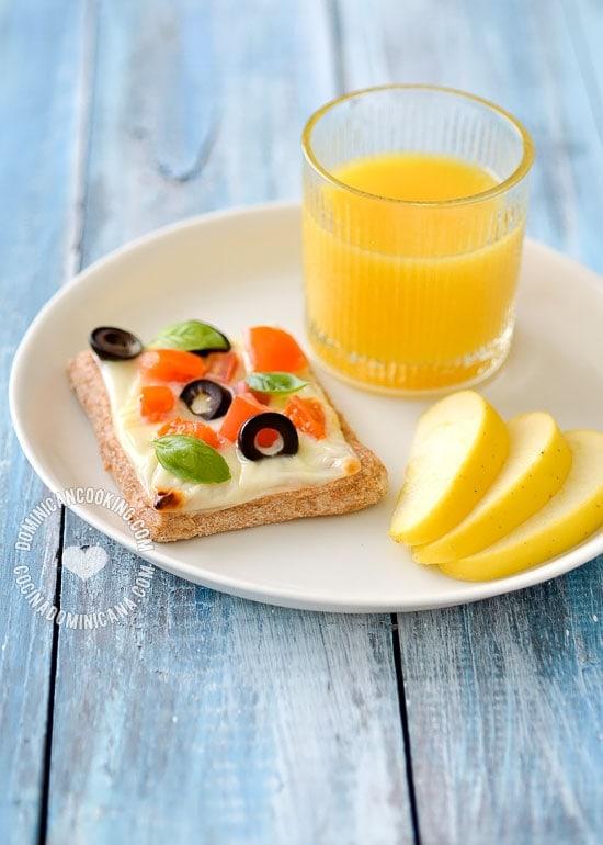Pizzetta para la Merienda: Una merienda muy saludable y rápida de preparar en las mañanas. La forma perfecta de acostumbrar a tus hijos a comer vegetales.