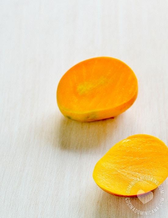Receta Ensalada de Mango Verde y Camarones: Prueba esta deliciosa ensalada basada en un favorito de la niñez dominicana, el mango verde. Fácil y rápida de preparar es casi una comida completa.