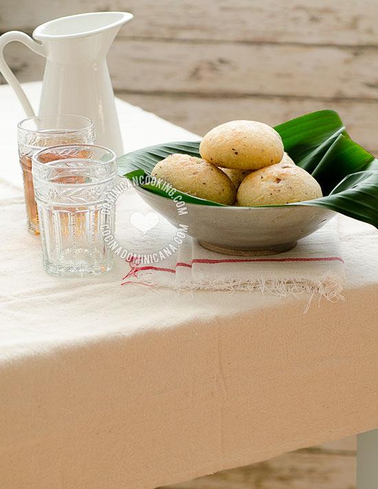 Receta Panecicos (Pan de Yuca y Chicharrón): La combinación perfecta entre la textura de la yuca y el crujiente chicharrón en un 'pan' como no has probado.