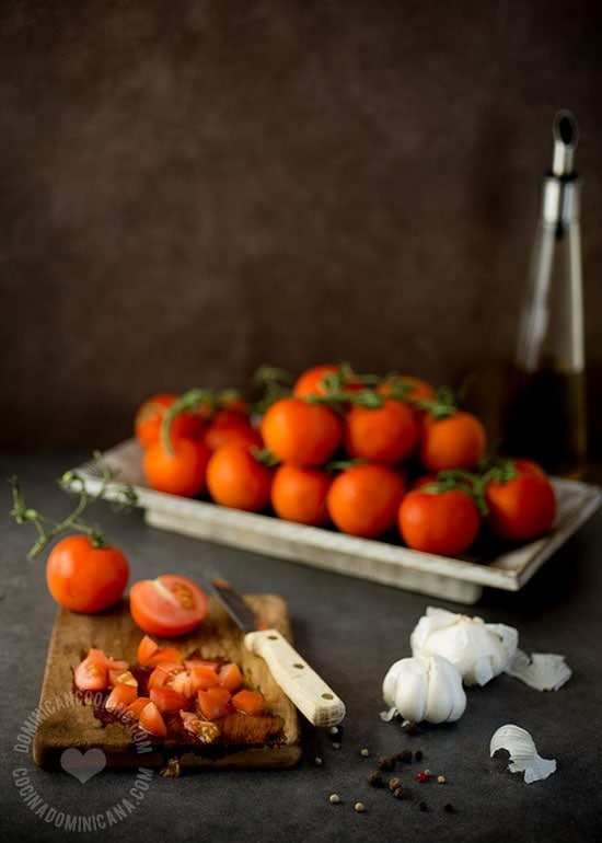 Salsa de Tomate y Caldo de Pollo Caseros: Se acabó el comprarlos. Prepáralos en casa y tendrás una versión más saludable para alimentar a tu familia.