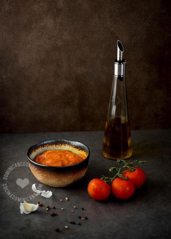 Salsa de Tomate y Caldo de Pollo Caseros - Receta y Video: Se acabó el comprarlos. Prepáralos en casa y tendrás una versión más saludable para alimentar a tu familia.