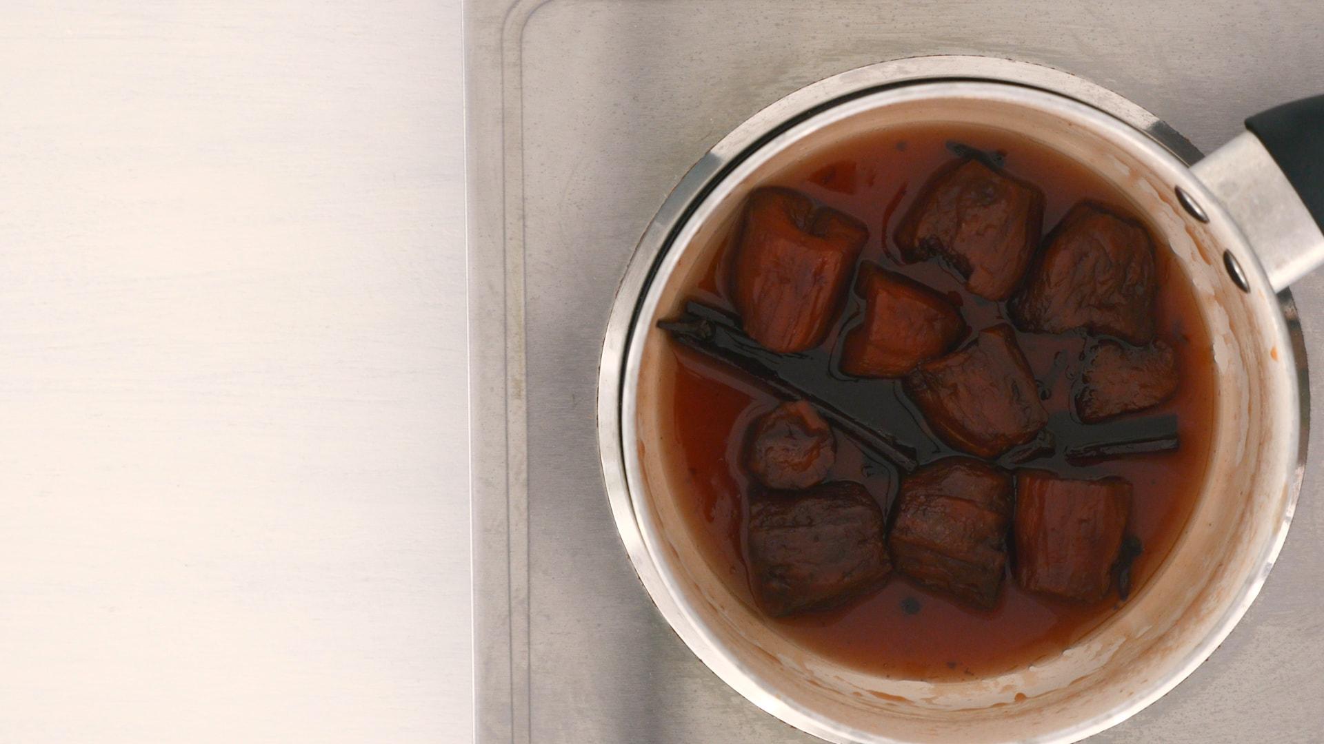 Reduciendo líquido en la olla
