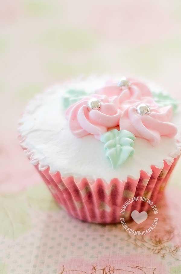 Cupcake de bizcocho dominicano