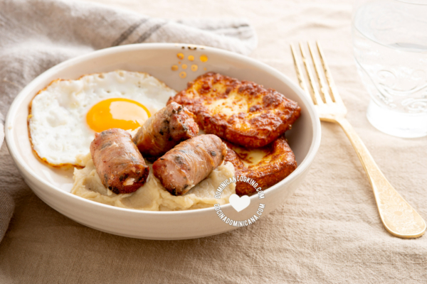 Mangu keto con huevo, salami y queso frito