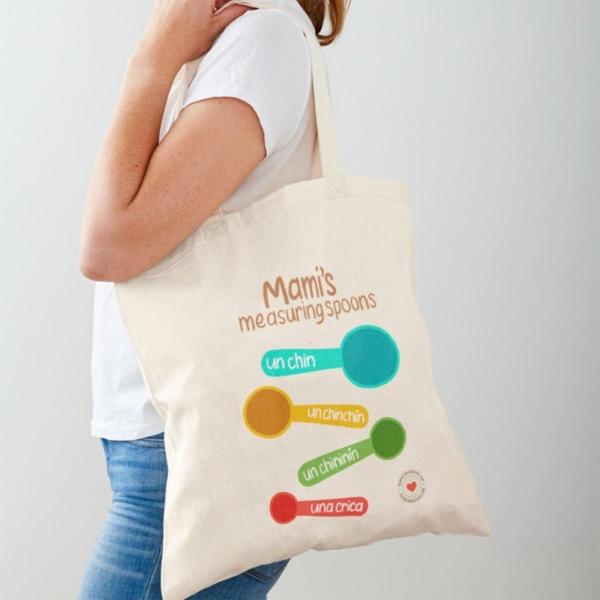 Mujer con bolsa de compras