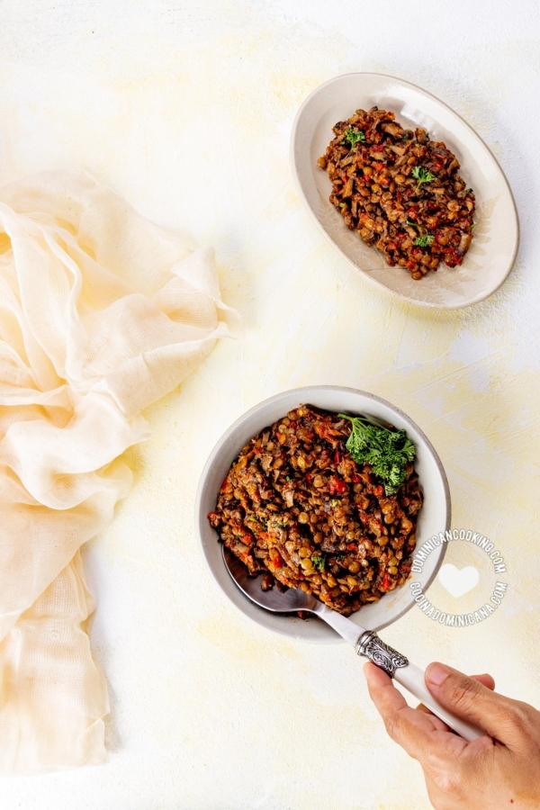 Platos con Picadillo Vegano para Empanadas y Pastelones