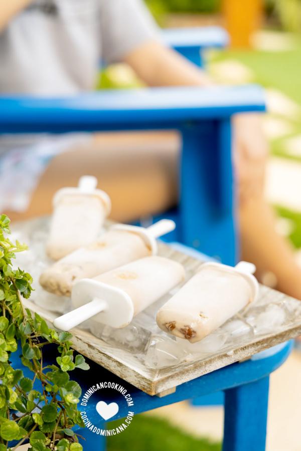 Bandeja de Paletas de habichuelas con dulce en el patio